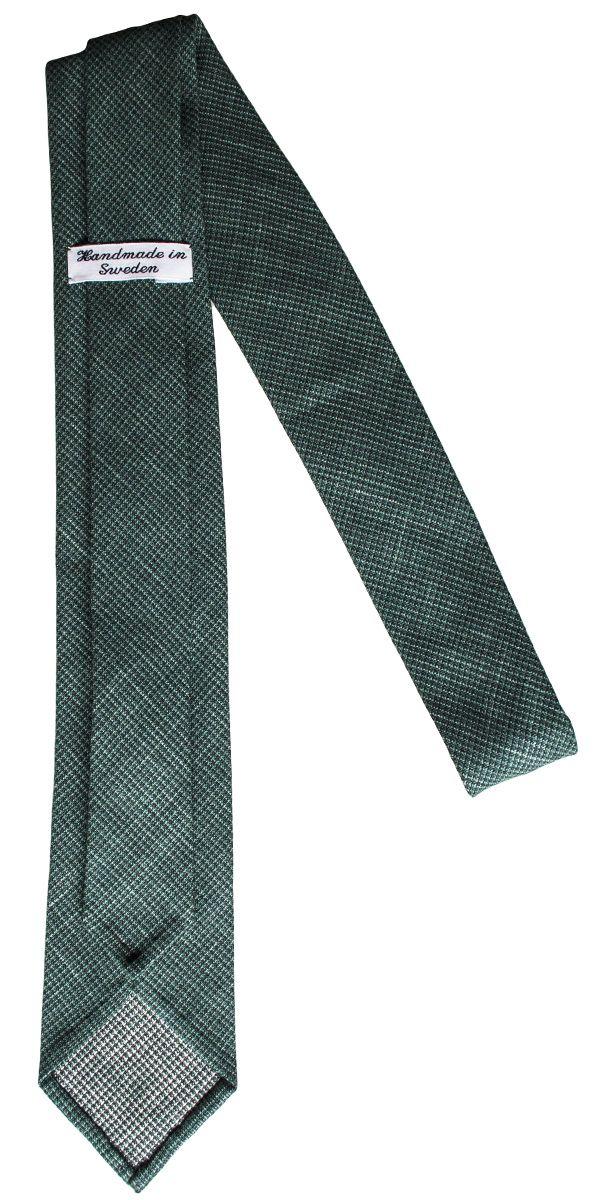 Leafer untipped necktie.