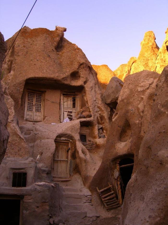 maison troglodyte, habitation en argile traditionnelle