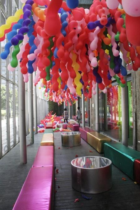 Life by Choi Jeong-Hwa 2 | Ballonnen ophangen