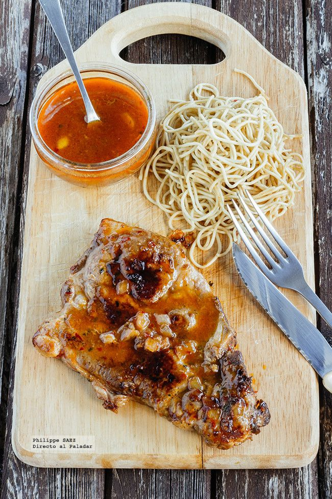 Chuleta de cerdo marinada en salsa picante
