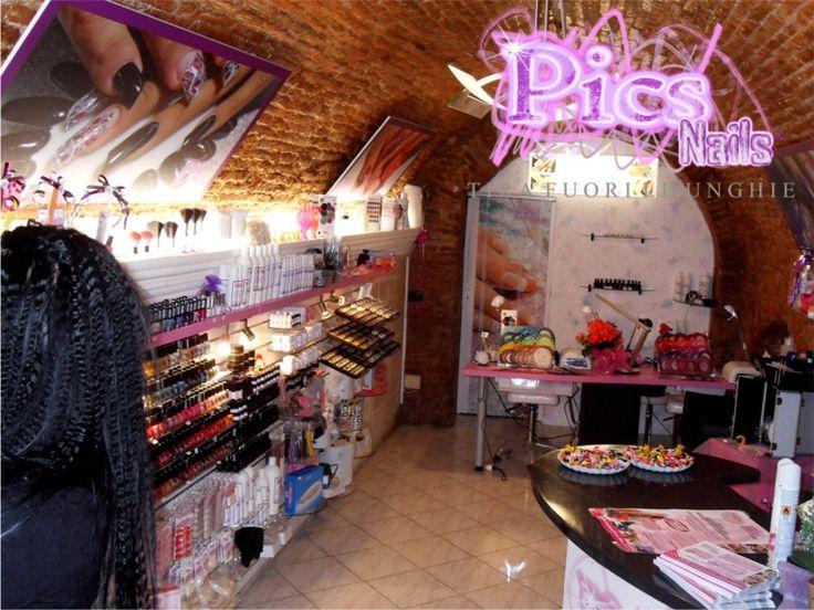 Pics Nails Oristano: uno scatto del Salone della città di Oristano, ambienti accoglienti, professionali!