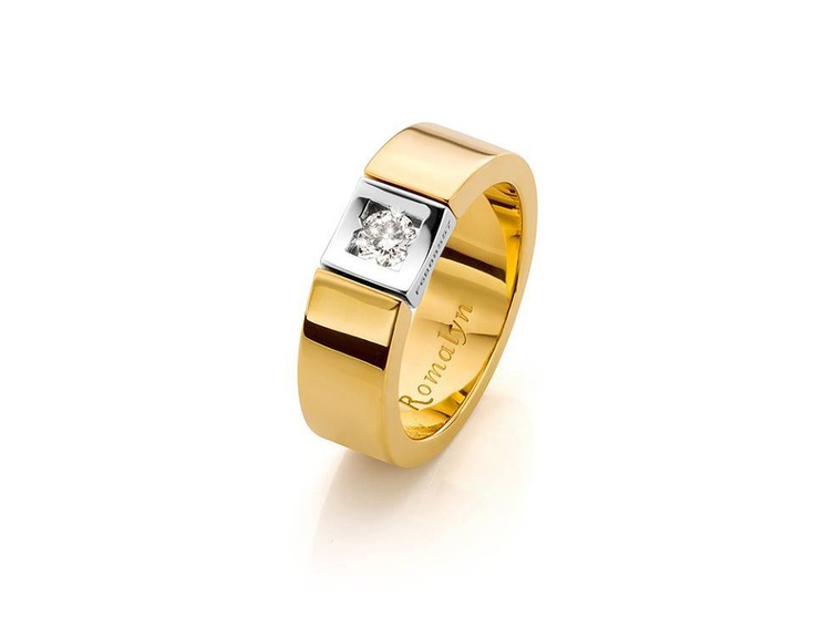 Weddingband with a 0.30ct centerstone from Romalyn . available at Exquisite Timepieces https://www.facebook.com/ExquisiteTime