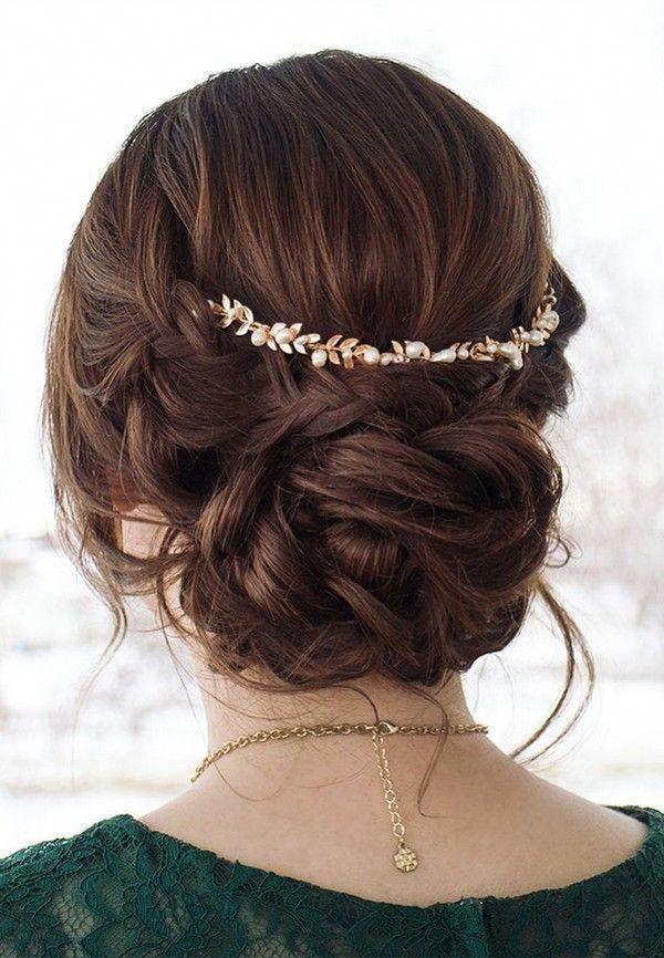 Hochsteckfrisur Hochzeitsfrisur mit Kopfbedeckung # Saummode #Hochzeitsfrisur # … – Hochzeit