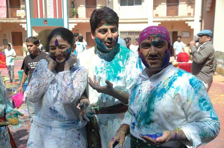 Anjali Mehta, Taarak Mehta & Jethalal enjoying holi ... Taarak Mehta Ka Ooltah Chashmah Bapuji