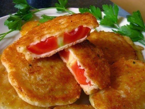 Очень простая и вкусная закуска, подойдет к любому застолью. Жареные помидоры вкусны как в холодном, так и в горячем виде.   Ингредиент...
