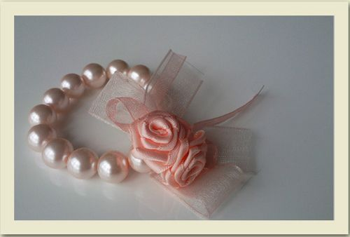 I love, love, love this for a bridal shower corsage. @Jenny Ellenburg