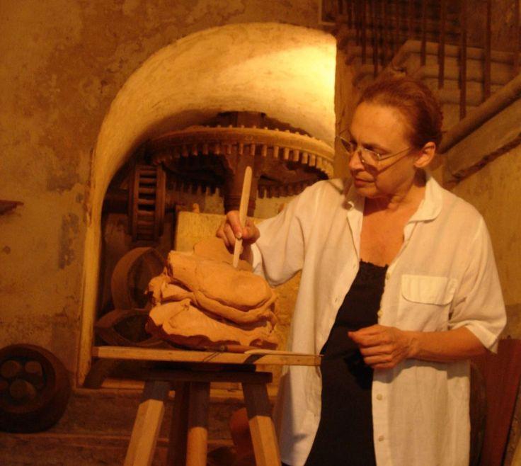 Alessandra Chillé (1947), insegnante di Discipline pittoriche e Educazione artistica.