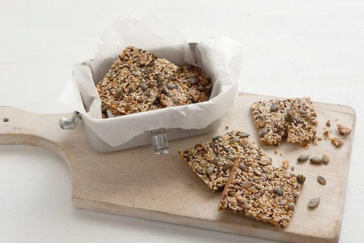 Deze crackers vol zaden en pitten maak je helemaal zélf - Recept - Allerhande