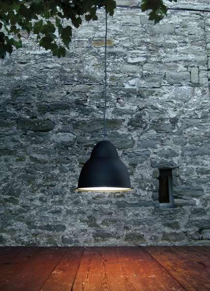 biblio sospensione IP44 | Viabizzuno | luminaria de suspensión para interiores y exteriores IP44 en los acabados inox pulido, pardo antiguo, negro noche, scurodivals, gris plata. biblio s viene con cable recubierto de forro metálico de acero inoxidable. biblio s se puede cablear para lámparas halógenas / led E27 150W como máximo, de vapores de halogenuros G12 70W o lámparas fluorescentes de ahorro energético GX24q-4 42W. el vidrio de protección completo de junta