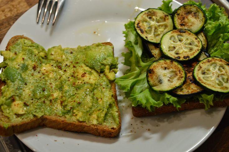 Jurnal de Dieta: Ziua 37: Sandwich cu avocado, dovlecel, vanata si ...