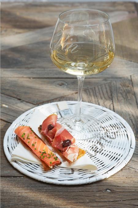 €9,95 Vin Wine Glass XL #living #interior #rivieramaison