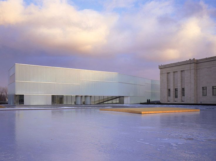 Steven Holl's expansion of The Nelson-Atkins Museum of Art infuses Modernism into the 1933 Beaux Arts original. Kansas City, US.