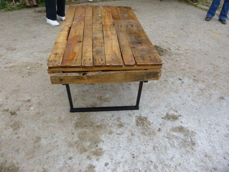 table basse diy en palette avec r utilisation de tr teaux style industriel bois industrial. Black Bedroom Furniture Sets. Home Design Ideas