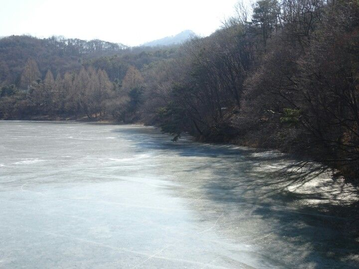 Seoul Grand Park, frozen lake 2