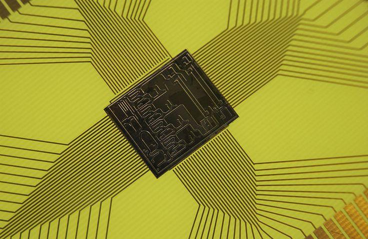 Microelectromechanical systems (MEMS) is the technology of very small devices. | 微機電系統(英語:Microelectromechanical Systems,縮寫為MEMS)是將微電子技術與機械工程融合到一起的一種工業技術,它的操作範圍在微米範圍內。| Pinned Time: 20141026 18:04, Taipei Time.