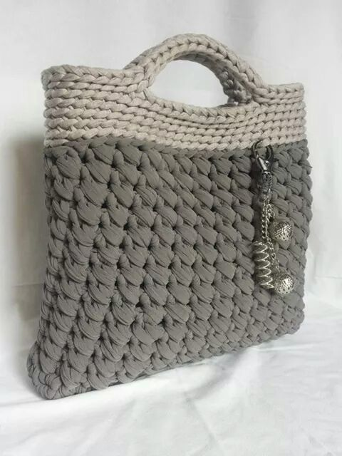 1000 images about crochet and knitting patterns on for Bolso crochet trapillo