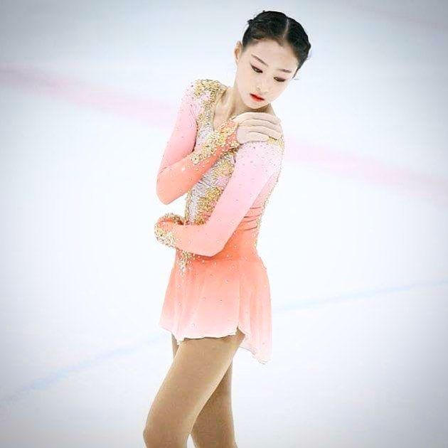 Ji Yun looking so beautiful ⭐️💫in her custom Lisa McKinnon dress! #lisamckinnon #costumedesigner #figureskating #figureskater #korea #custom #costume #dress #designer #original #design #skater #dance #artist #cats #airbrush #dye #peach #pink #gold #white #swarovski #crystals #ice #iceskating