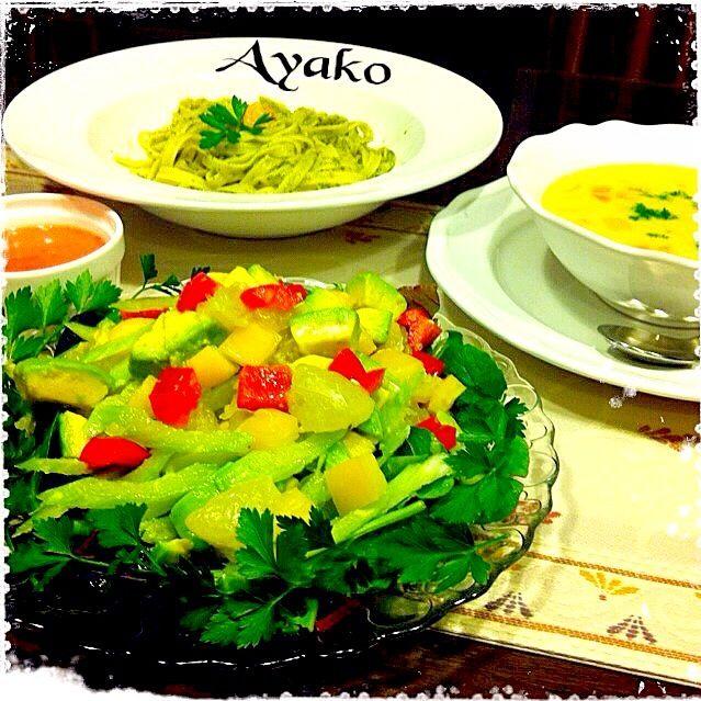 ガーリックの効いた、いちごドレッシングのサラダ、美味しいですよ アントシアニンもたっぷり♡ - 124件のもぐもぐ - ジェノベーゼ フィットチーネ、コーンチャウダー、グレープフルーツのサラダ by ayako1015