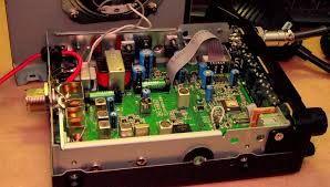 Tranzystory ze względu na swoje właściwości wzmacniające znajdują bardzo szerokie zastosowanie. Są wykorzystywane do budowy wzmacniaczy różnego rodzaju: różnicowych, operacyjnych, mocy, selektywnych, szerokopasmowych. Jest kluczowym elementem w konstrukcji wielu układów elektronicznych, takich jak źródła prądowe, lustra prądowe, stabilizatory, przesuwniki napięcia, klucze elektroniczne, przerzutniki, generatory i wiele innych