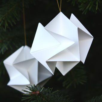 Molecule ornaments. Snowballs. Paper. Molekyle snebolde. by architect Louise Helmersen Copyright Livingly Http://www.livingly.dk