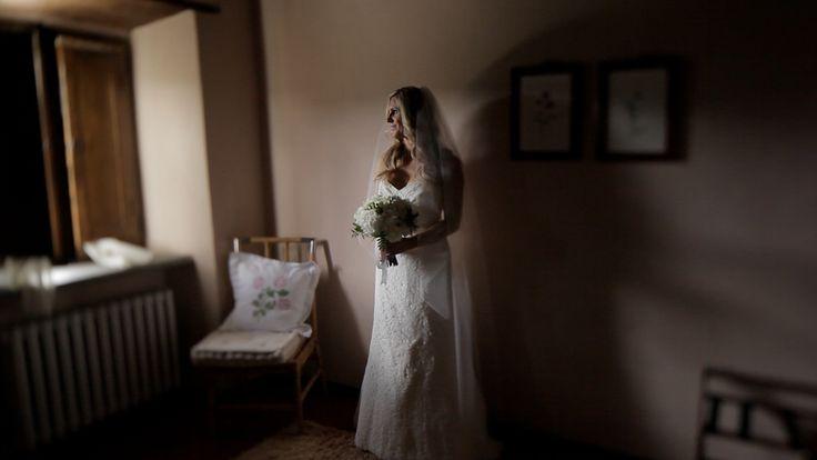 Before of the first look, the bride looks excited!! #matteocastellucciavideographer #weddingvideo #stillvideo #wedding #weddingday #weddinginfrance #destinationwedding