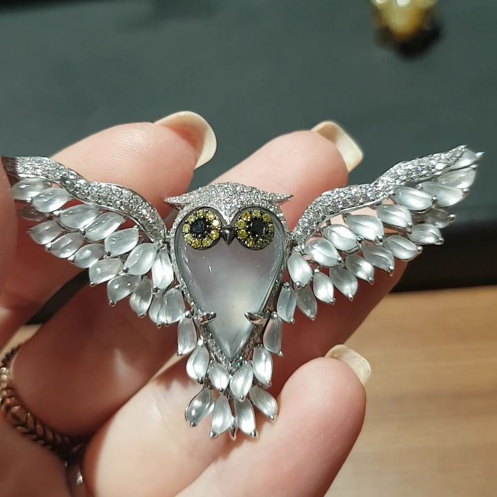 #baselworld2017 Owl made of white Jade by Dawn. #Baselworld #diamonds #HighJewellery