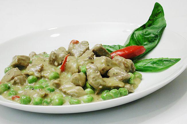 Quem gosta de viajar na cozinha vai adorar este exótico curry tailandês. Os ingredientes típicos, como o nampla ou molho de ostras, você encontra em casas de produtos orientais.