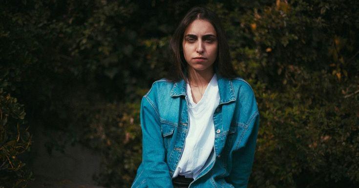 Te explicamos qué es la esquizofrenia paranoide y cuáles son los síntomas de este trastorno de tipo psicótico asociado a los delirios persecutorios.