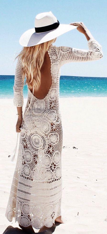 Combina tu pieza de Transparent Sculptural Jewelry/Barcelona- Crystals Collection de gargantilla de oro vermeil con cuerda encerada doble y colgante de drusa natural en color turquesa; para conseguir un look beach con un vestido como este crochet cover up.