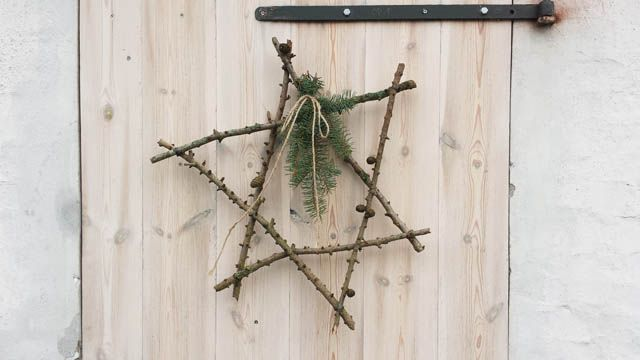 How to make a twig star DIY from http://sweetcountrylife.com/house/diy/how-to-make-a-diy-twig-star/
