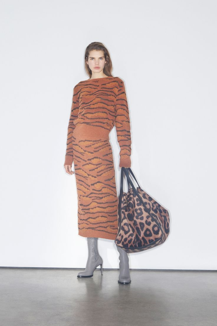 Tiger stripe sweater and knit skirt jacquard- Stella McCartney Pre-Fall 2018 Fashion Show Collection