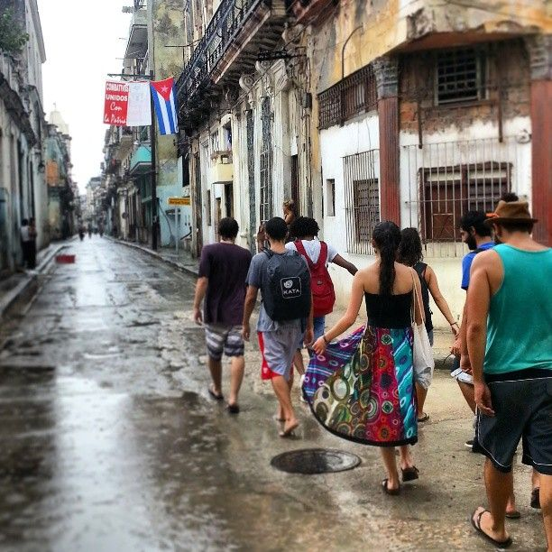 Some people say that things and places have a soul.... I believe this is one of them :) #flag #bandera #cuba #caribe #Caribbean #chaseadventurecontest  #story #ruta #explore #caminando #walk #adventure #calle #soul #street #lahabana #walkers #habana #vieja #people #day by licigarcia