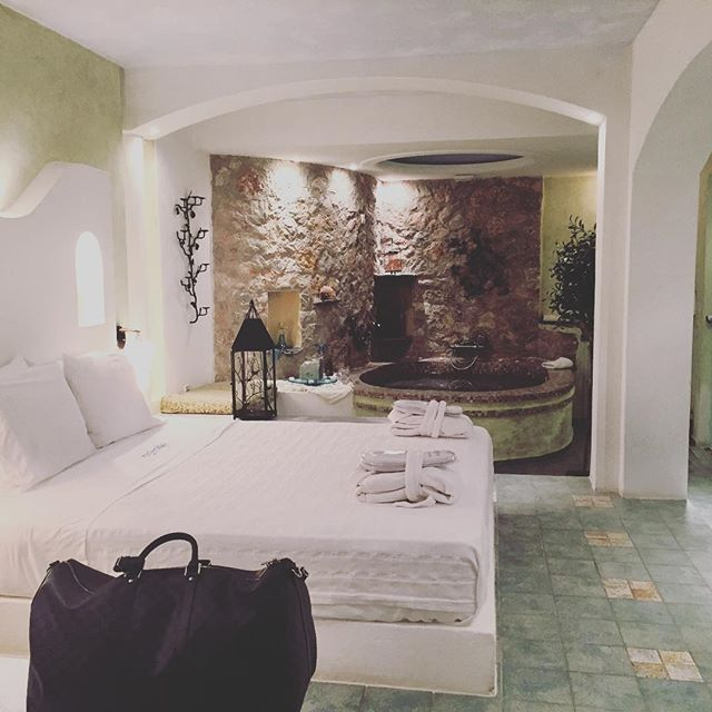 AstarteSuites offers you the most #romantic accommodation in #Santorini! Photo credits: @greta3050