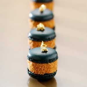 foie gras macarrón, con pan de oro......... Foie Gras gets us every time. #TrueFoodies #fortruefoodiesonly #foiegras