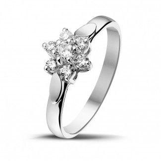 Witgouden Diamanten Ringen - 0.30 caraat diamanten bloemenring in wit goud