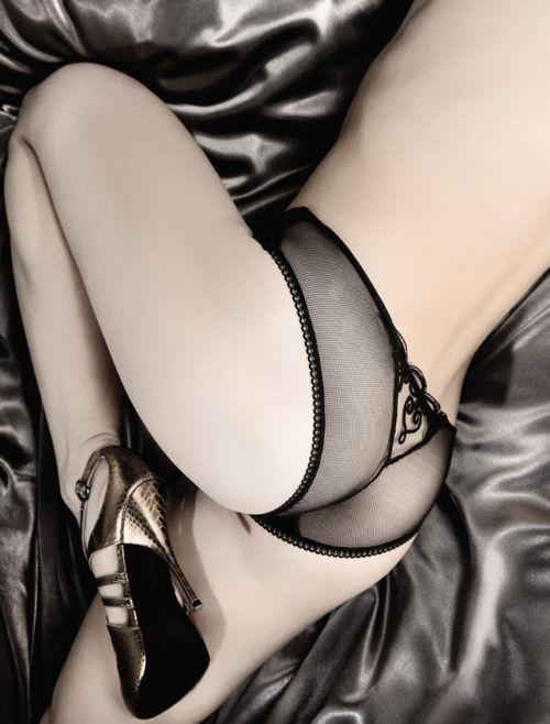 #CrazyGirlAfterDark @Ky Van Der Hoeff Erotica