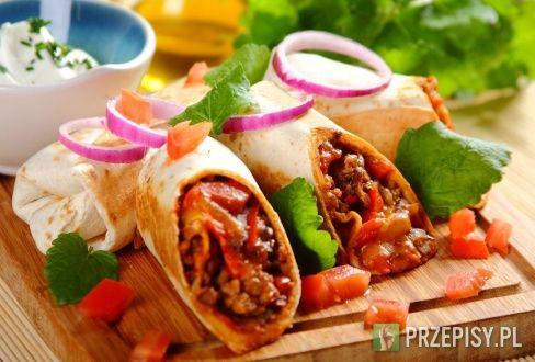 Burrito z kurczakiem i serem cheddar - przepis z portalu przepisy.pl
