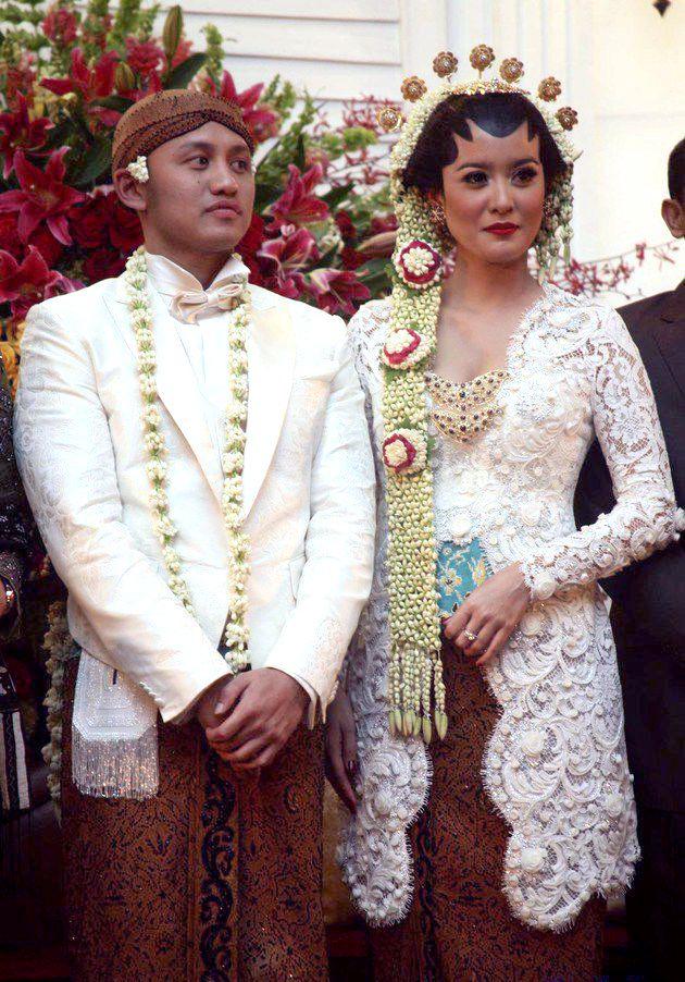 Corded lace (?) wedding kebaya - kutu silhouette
