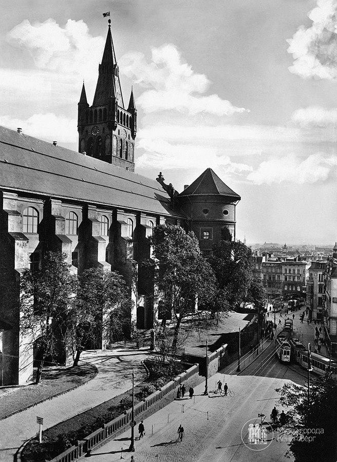 Königsberg/Pr. Westseite des Königsberger Schlosses, Kantstraße