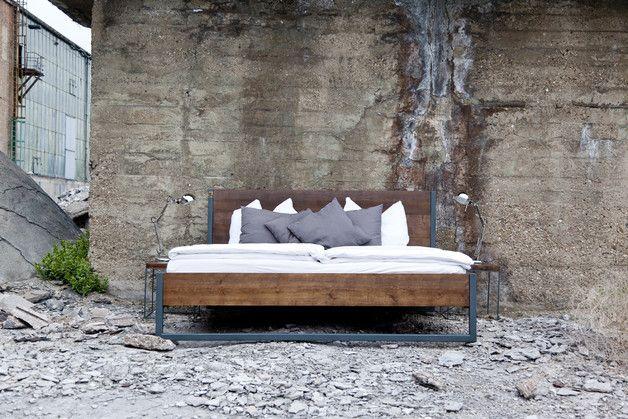 Betten - LOFT VINTAGE INDUSTRIAL BETT 180x200 HOLZ + STAHL - ein Designerstück von N51E12 bei DaWanda