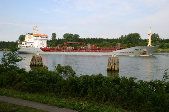 Urlaub am Rande des Nord-Ostsee-Kanals.