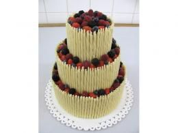 svatební dort s čokoládovými trubičkami http://www.cukrovi-kuncovi.cz/cukrarska-vyroba/svatebni-dorty