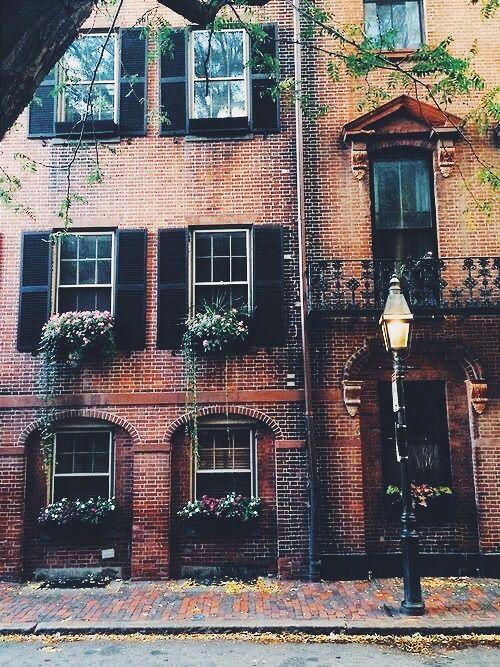 stephanieleana:  I <3 walks through the city…