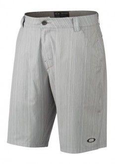 Bermuda Oakley Golf Turnpin Shorts 10.5. Bermudas Oakley golf Turnpin para caballeros. Diseñado con la tecnología Hydrolix™ , tejidos ligeros y confortables de secado rápido. Fabricadas con 86% poliéster / 14% spandex.