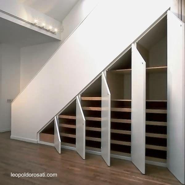 Solución de almacenamiento para hogar bajo escalera