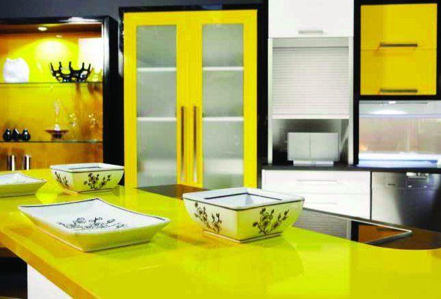 Le jaune tendance énergique... qui ne laisse personne indiférent. Mélange de laque et de thermoplastique - Sofa Déco 2011