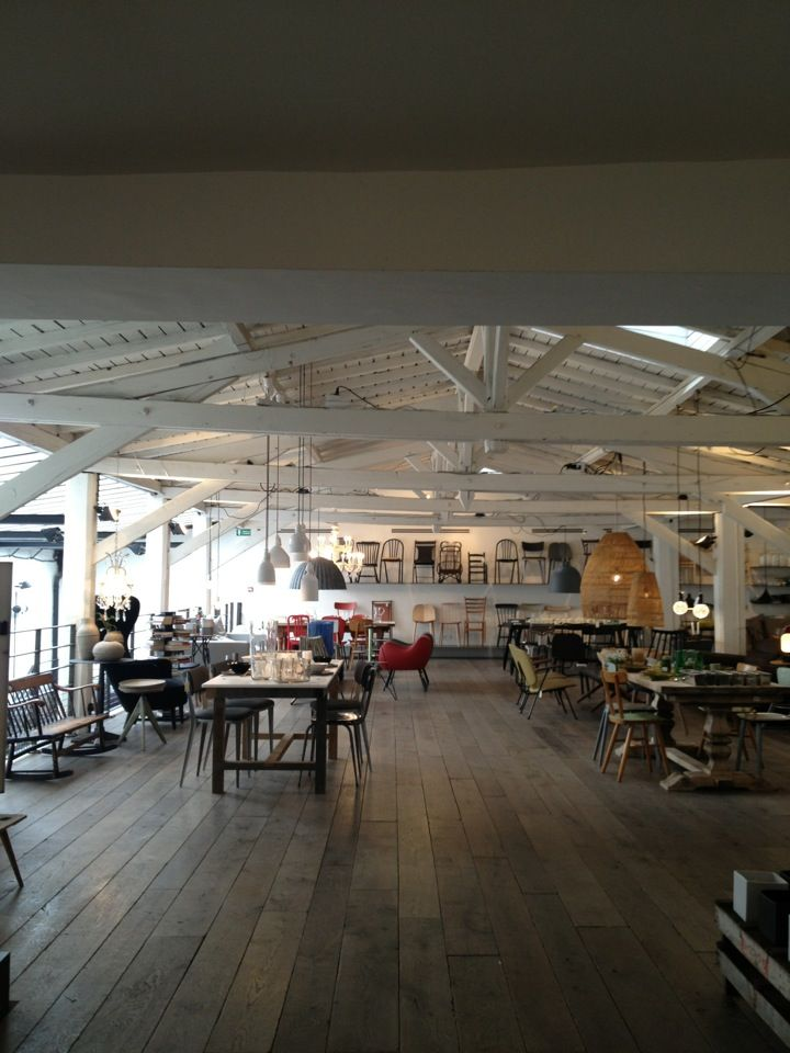 Merci concept store unique devenu un lieu parisien incontournable à la fois galerie, un café & une bibliothèque