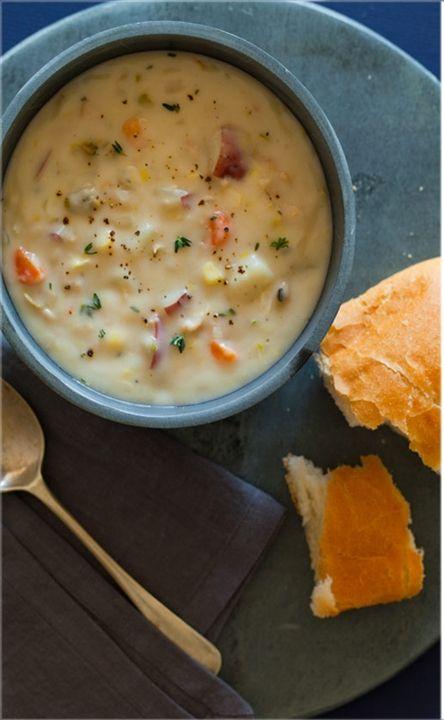 Клэм-чаудер (clam chowder) - новоанглийский суп из моллюсков Клэм-чаудер (англ. clam chowder) - культовый американский суп. Его подают повсеместно, и в изысканных рыбных ресторанах, и в простецких о...
