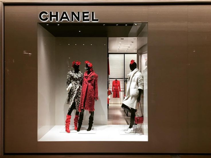 "SAKS FIFTH AVENUE, New York, ""Introducing the New Chanel Boutique"", photo by Raylin Dsuarez, pinned by Ton van der Veer"
