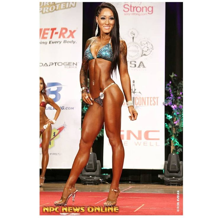 So crazy to look back to 4 years ago when I was competing.. Dedicating my life and time in the gym year round and obsessing over my abs and ass. Yeah I might have bomb genetics and body but what was really going inside that head of mine was nothing compared to the outside. I've suffered with tons of issues such as: body image issues dysmorphia unstable emotional depression anxiety binge eating disorder calorie deficit addictions mirror obsession narcissist behavior false identity and ego…